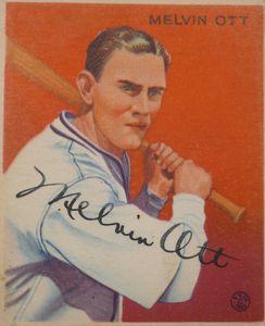 Mel Ott Signed 1933 Goudey Card